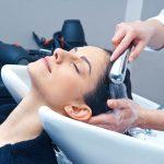 Mycie włosów odżywką. O co chodzi w metodzie OMO?