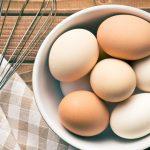 Sześć jajecznych odżywek do włosów DIY